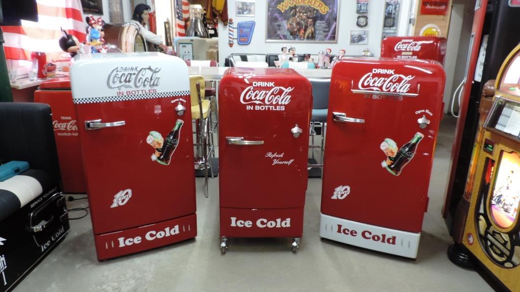 Coca Cola Kühlschrank Retro Look : 50er jahre retro kühlschränke und diner möbel hellwig 50s retrolook