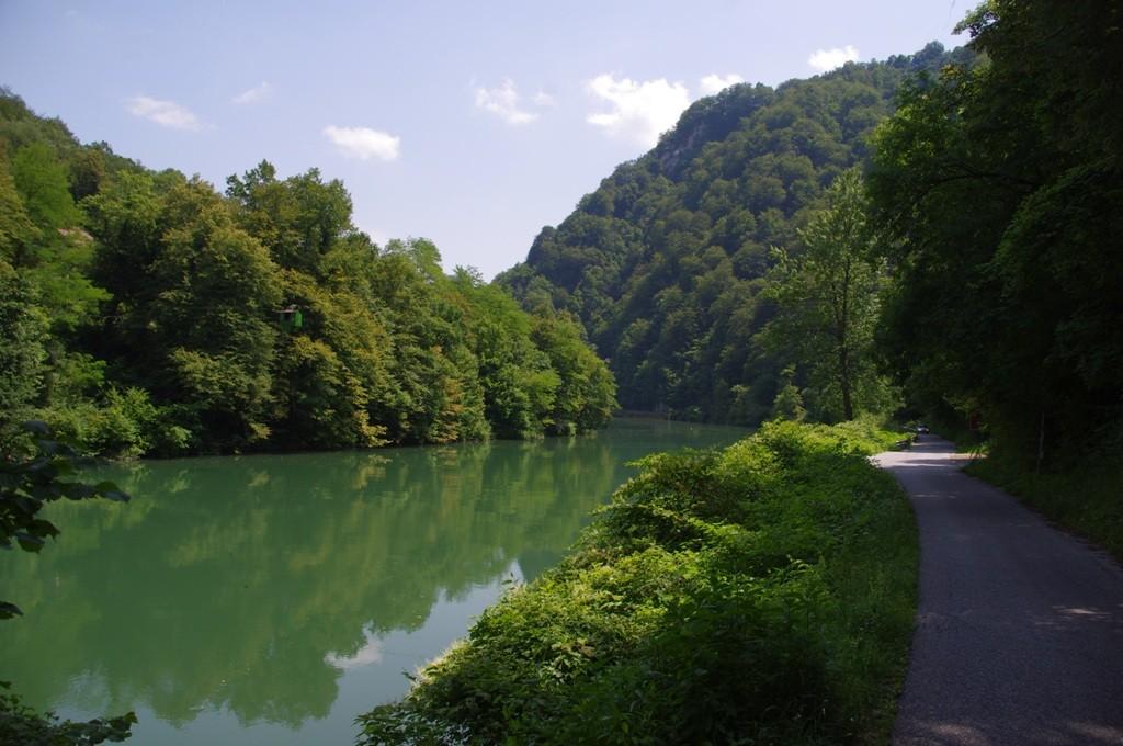 Petite route, cheminou sur le bord de la Save