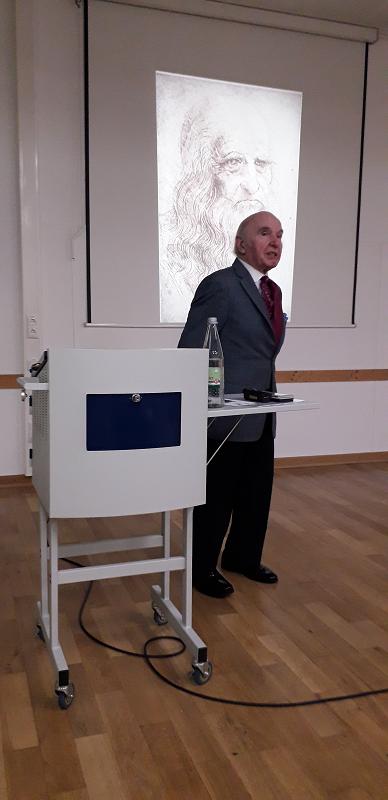 Richard Konstantin Blasy präsentiert die Vielfältigkeit von Leonardo da Vinci in seinem Diavortrag. (Foto: A. Riva/DIG)