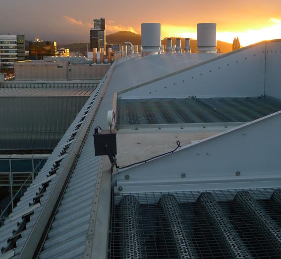 ORNITEC schützt Klimaanlagen vor Vogelkot