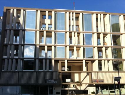 ORNITEC: Effektive Vogelabwehr an Fassaden von Stadthäusern.