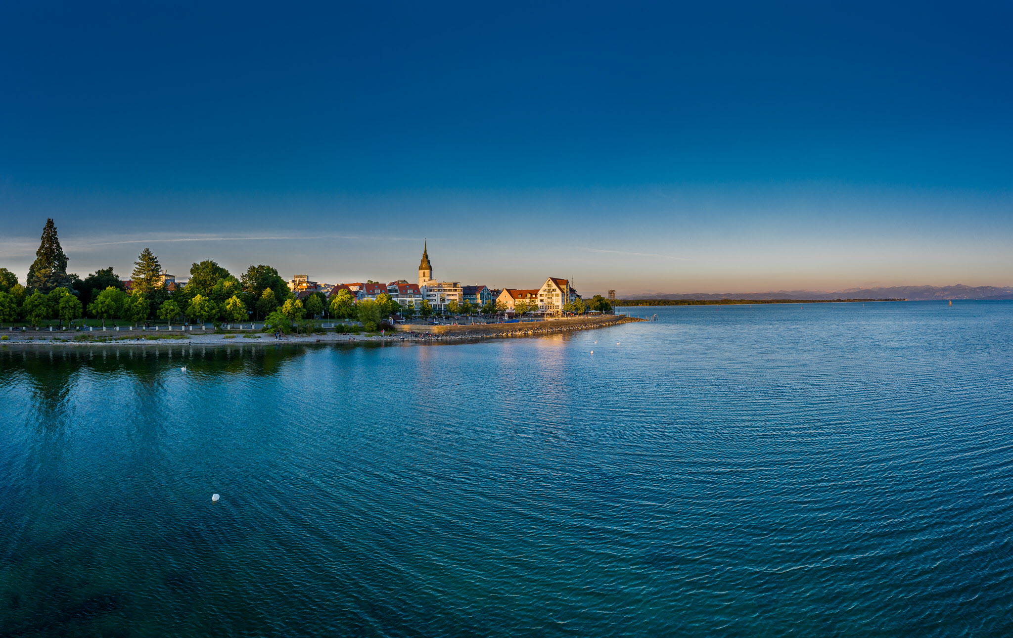 """<div class=""""pictureBODENSEE overBox""""></div>"""
