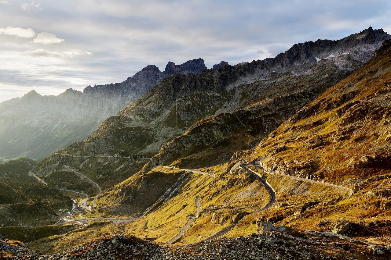 Alpen   Der Sustenpass in seiner vollen Pracht. Aber der Schein trügt. Die Alpen und vor allem die wechselnden Wetterbedingungen werden Deinem Mindset beim BRM 600 alles abverlangen