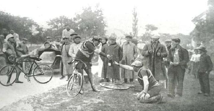 Bild: Stärkung mit Rotwein bei PBP (1911)