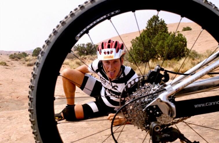 Durchatmen | Der Kitzel startet oft erst mit dem Eintritt des Restrisikos. Speichenbruch beim Slickrock Trail in Moab bei 42 Grad Celsius. Lay back, take it easy und behalte einen kühlen Kopf!