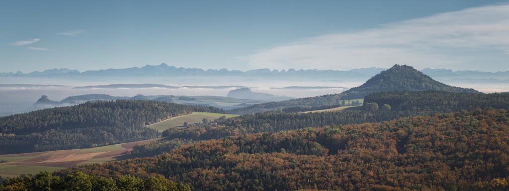 Hegaublick auf Ritterburgen, Vulkanlandschaft und Schweizer Alpen