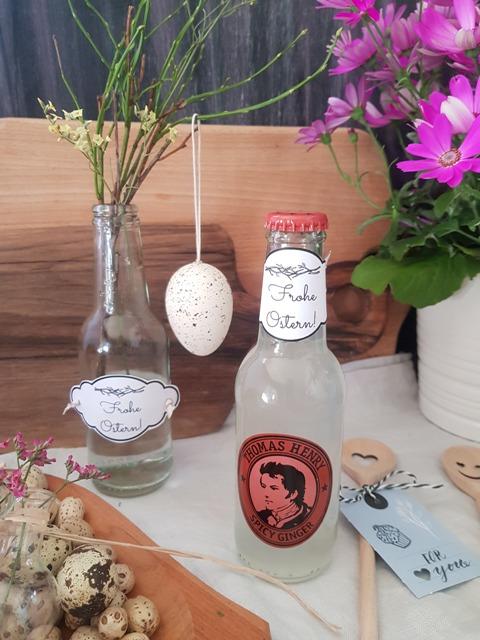 Alternativ kannst Du die Etiketten auch als Flaschen/Vasendekoration benutzen;)