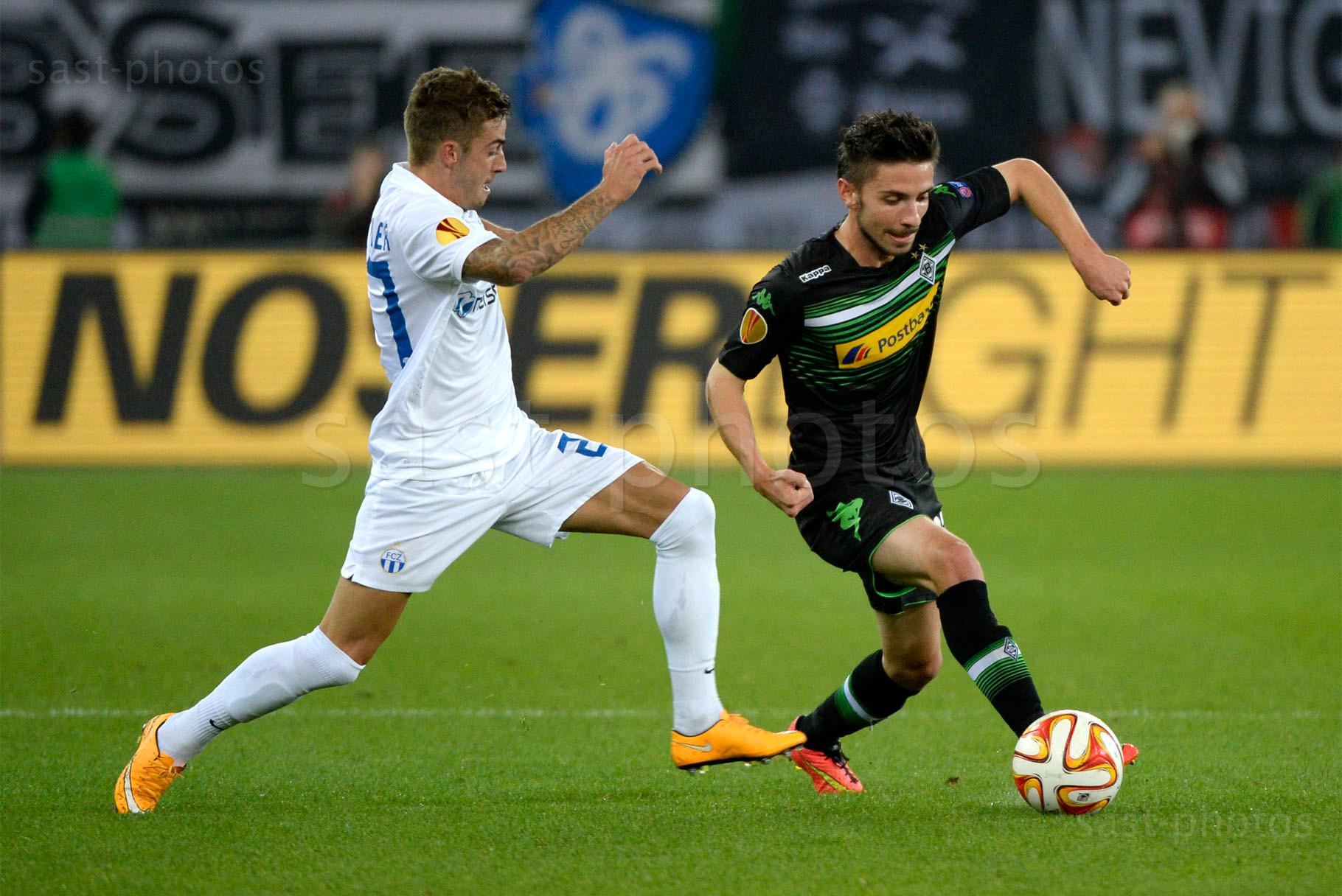 Marco Schoenbaechler (L. FCZ) gegen Julian Korb (Gladbach)