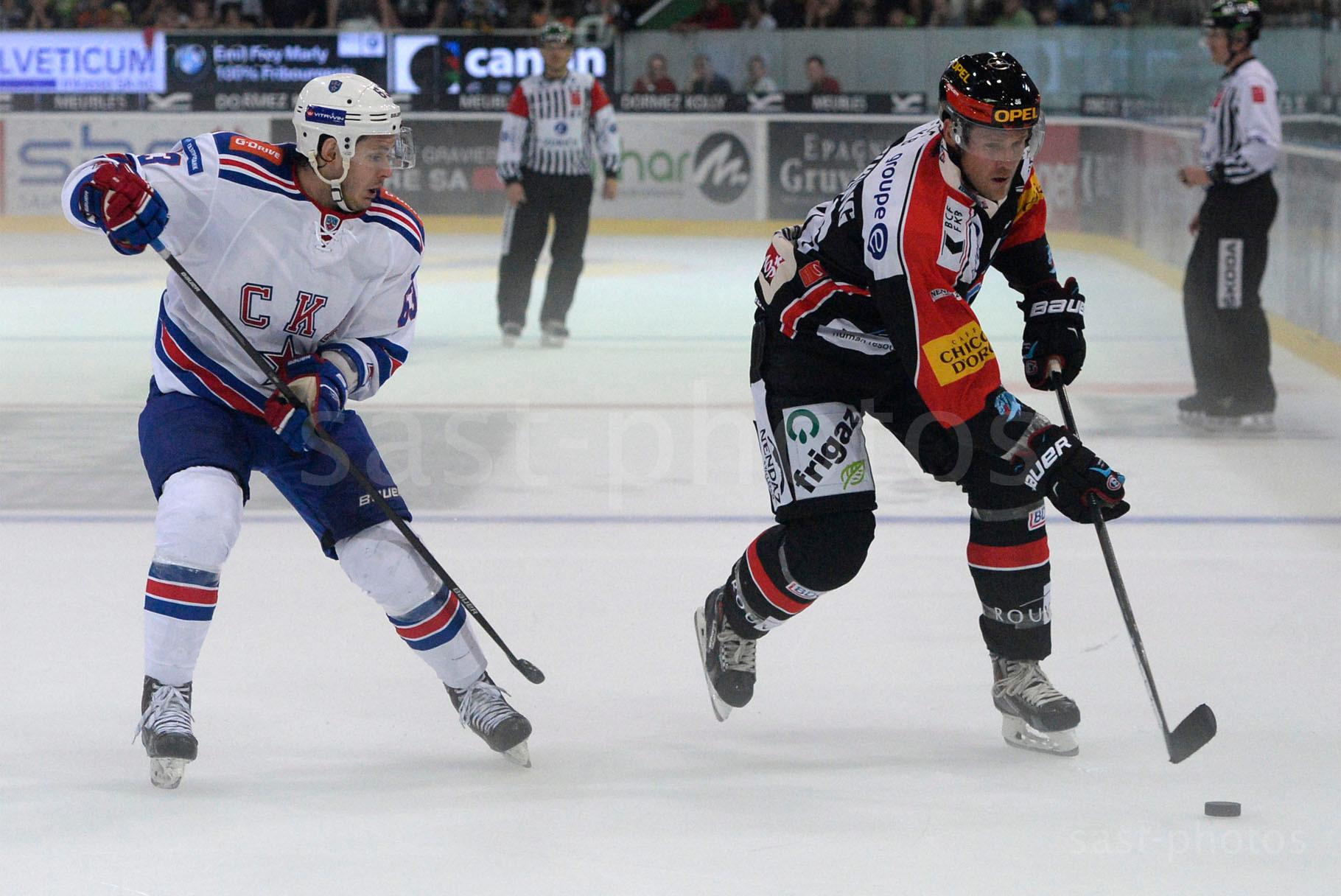 Evgeny Dadonov (L. St. Petersburg) gegen Timo Helbling (Fribourg)