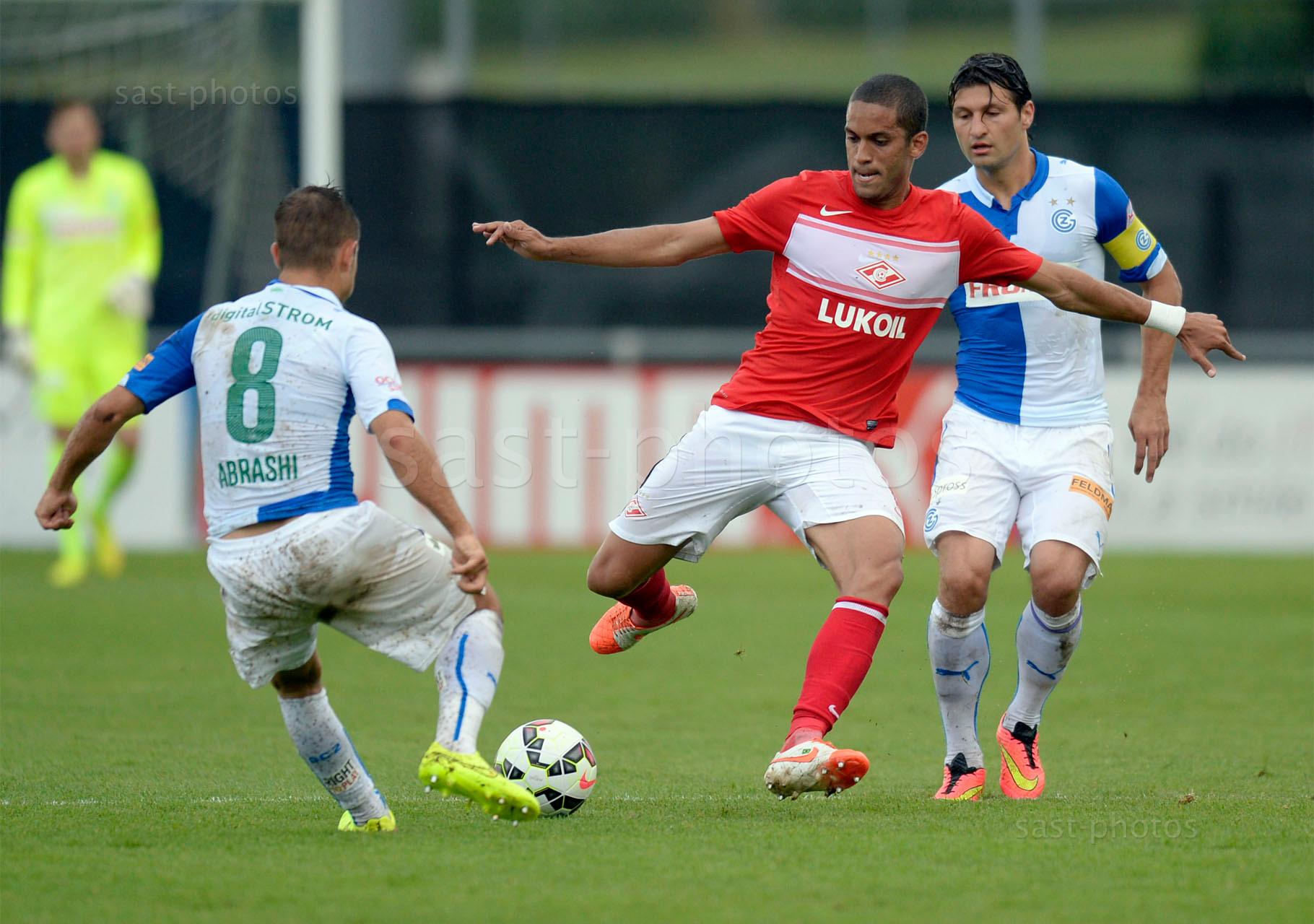 Romulo Borjes Monteira (Spartak) gegen Amir Abrashi (L. GCZ) und Veroljub Salatic (GCZ)