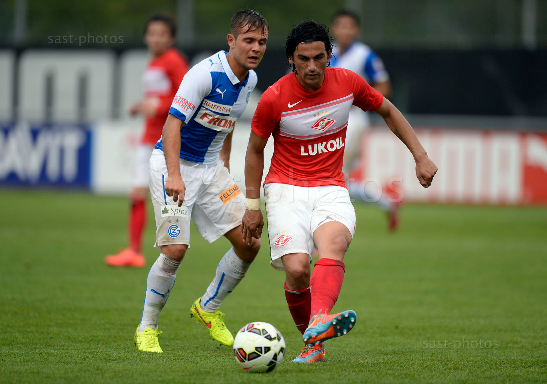 Amir Abrashi (GCZ) gegen Alberto Facundo Costa (Spartak)
