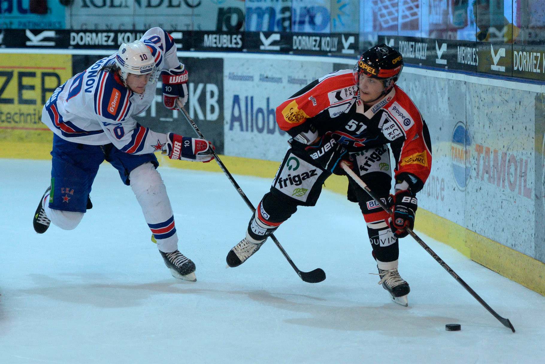 Viktor Tikhonov (L. St. Petersburg) gegen Adam Hasani (Fribourg)