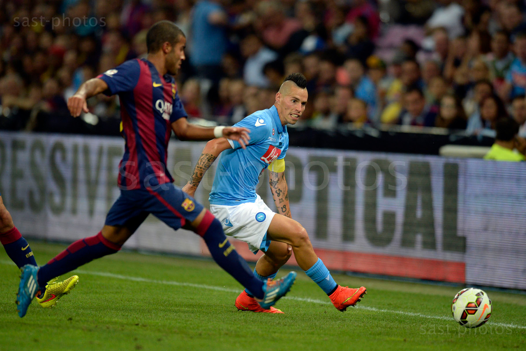 Rafael Alcantara (L. Barcelona) gegen Marek Hamsik (Napoli)