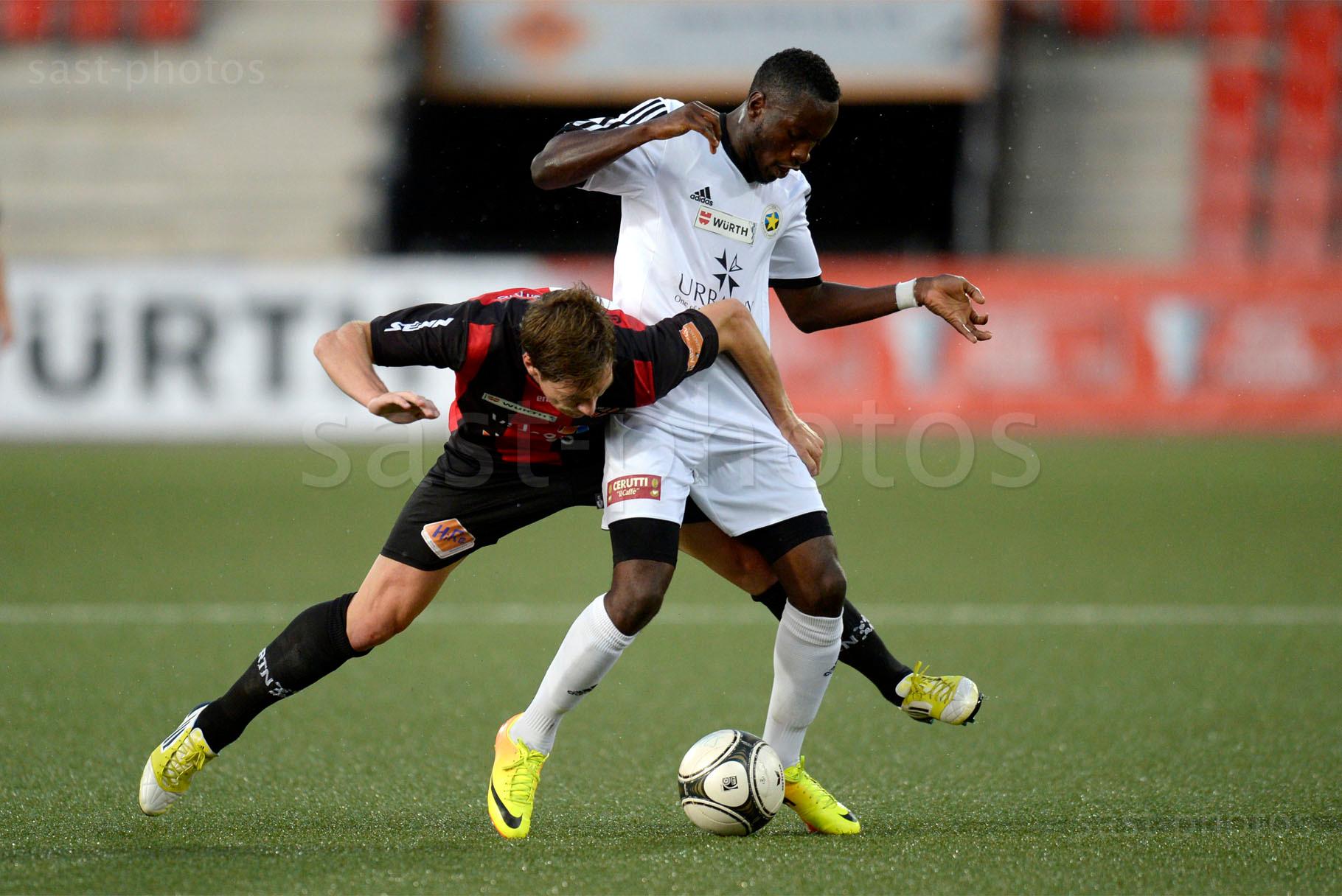 Charles-Andre Doudin (L. Xamax FCS) gegen Milton Kusunga (Carouge)