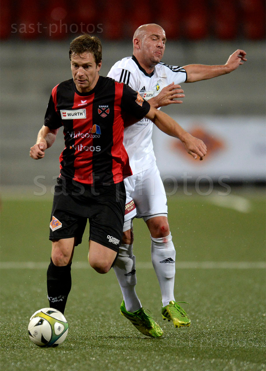 Charles-Andre Doudin (L. Xamax FCS) gegen Jeremy Pauchard (Carouge)