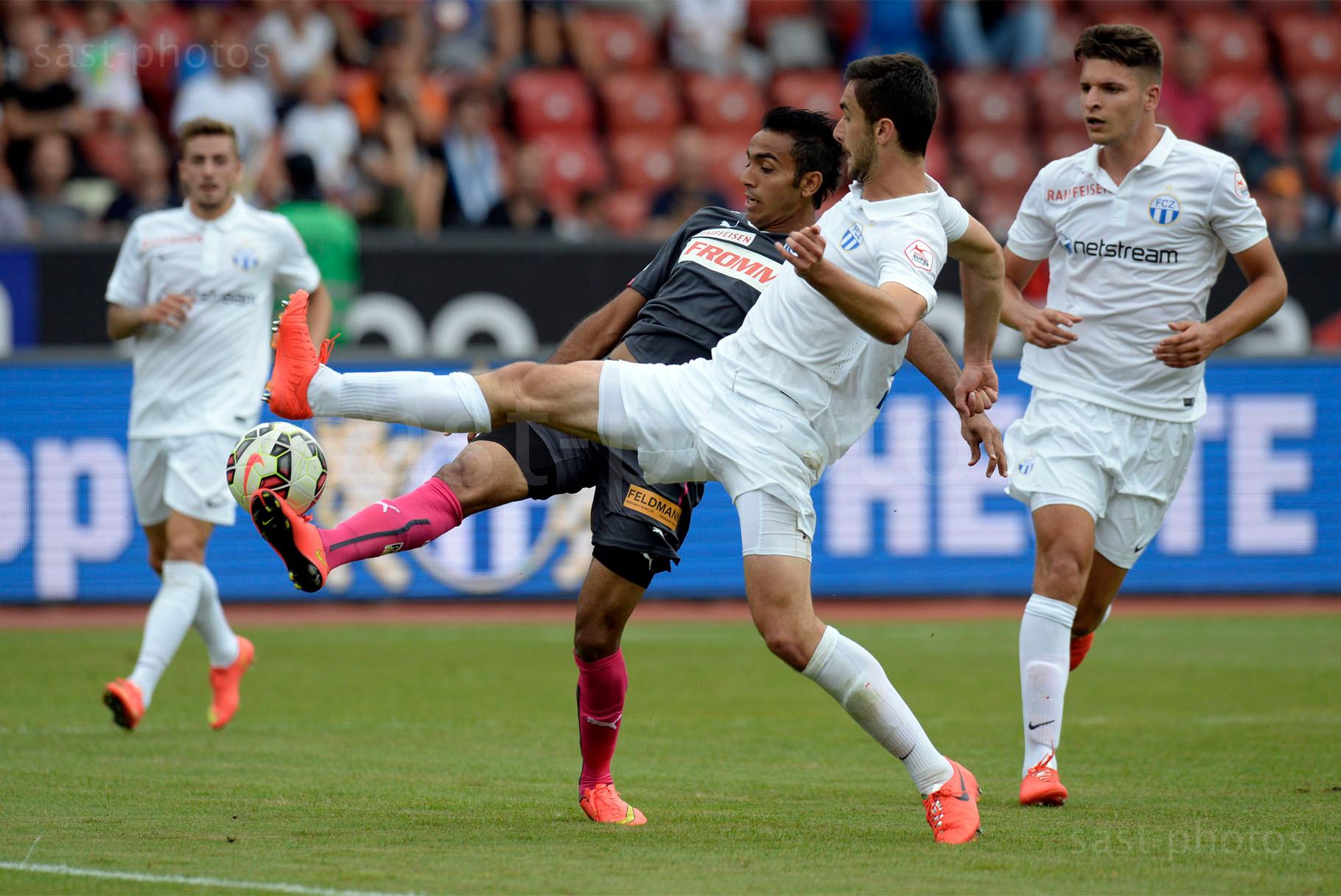 Mahmoud Kahraba (GCZ) gegen Ivan Kecojevic (FCZ)
