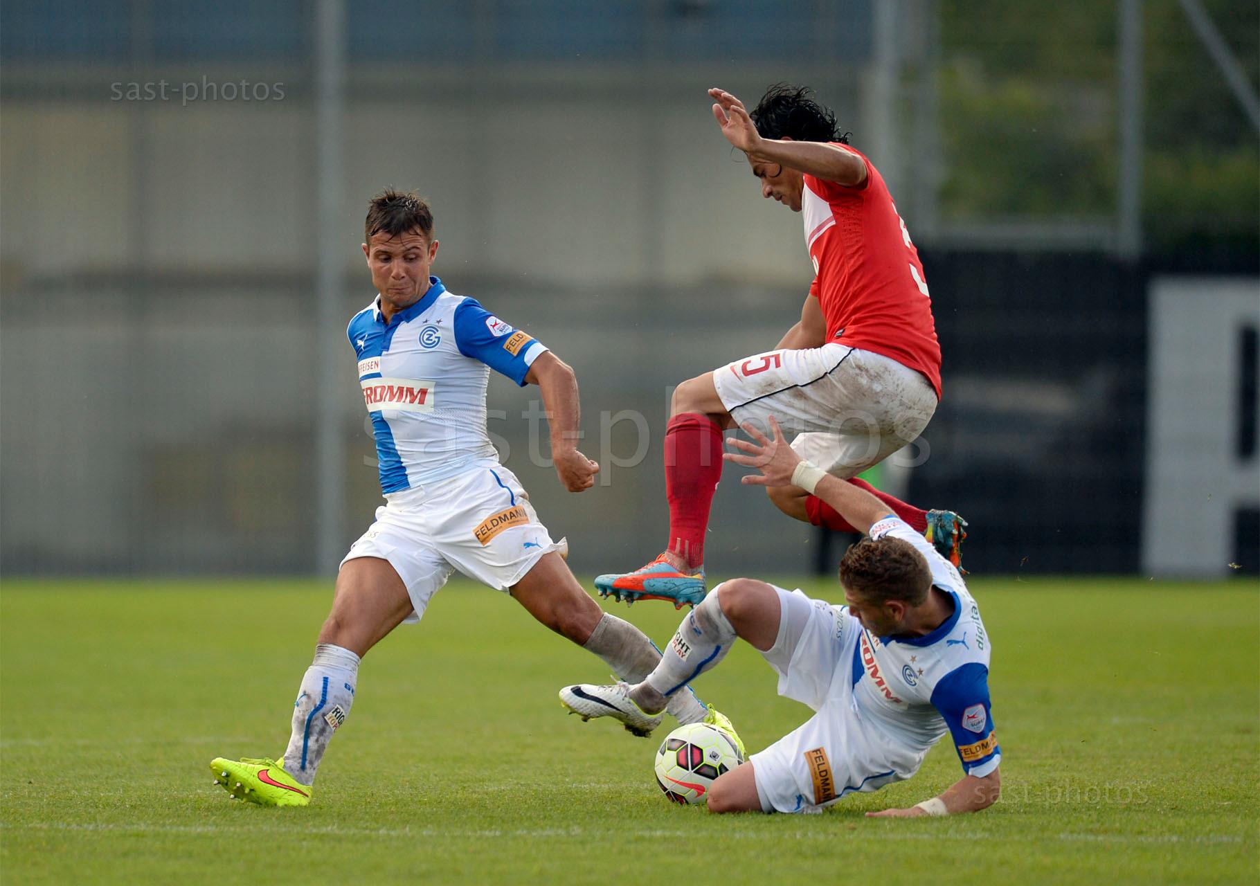 Alberto Facundo Costa (Spartak) gegen Amir Abrashi (L. GCZ) und Yoric Ravet (GCZ)