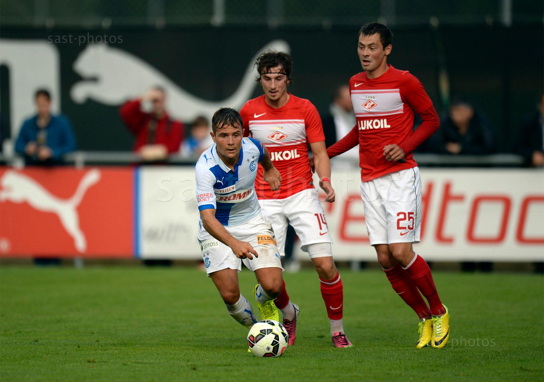 Amir Abrashi (GCZ) gegen Pavel Yakovlev (Spartak) und Diniyar Bilyaletdinov (Spartak)