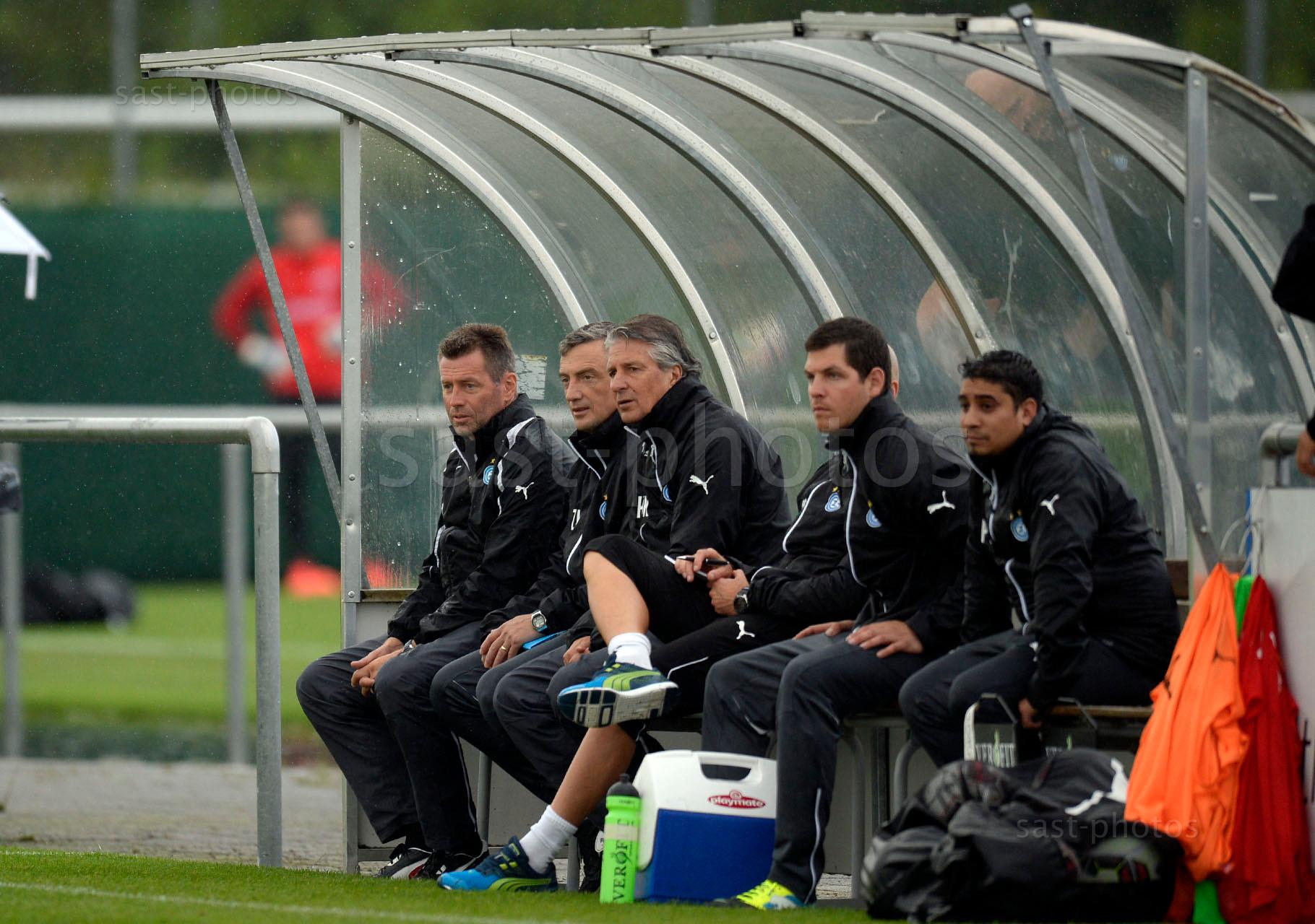 Trainer Michael Skibbe (L. GCZ) Assistenztrainer Zoltan Kadar (GCZ) und Team Coach Heinz Kost (GCZ)