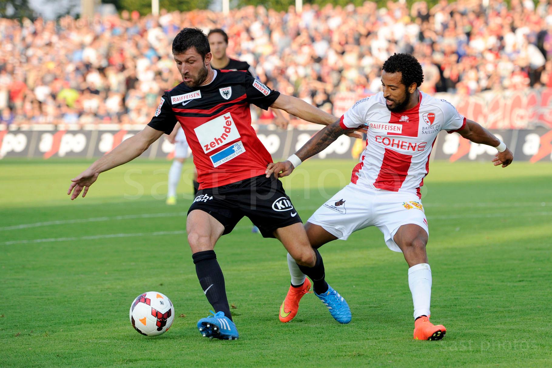 Sven Luescher (L. Aarau) gegen Carlitos (Sion)