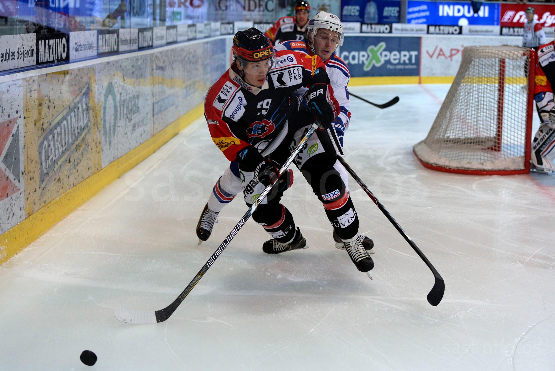 Jeremie Kamerzin (L. Fribourg) gegen Evgeny Dadonov (St. Petersburg)