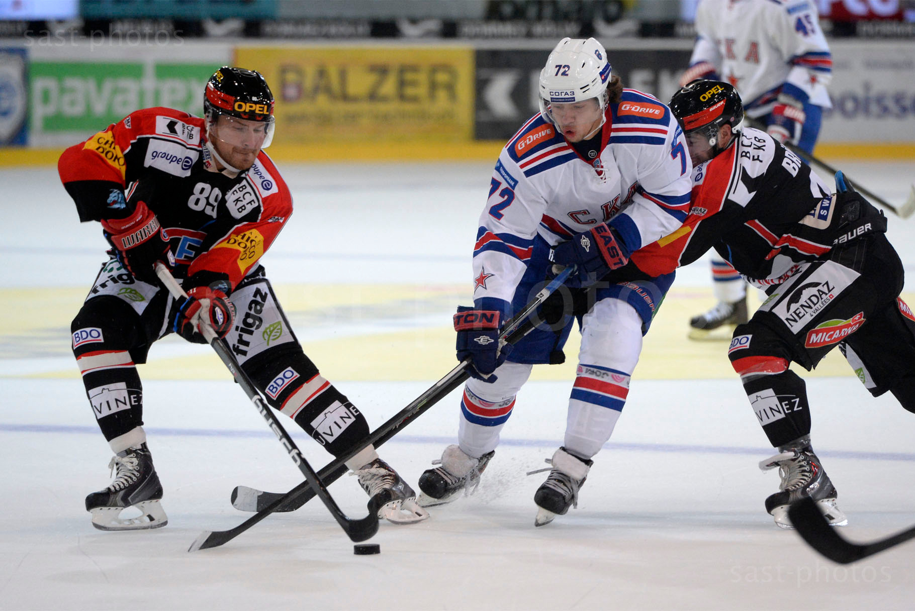 v.l.n.r. Andrei Bykov (Fribourg) Artemy Panarin (St. Petersburg) Sandro Bruegger (Fribourg)