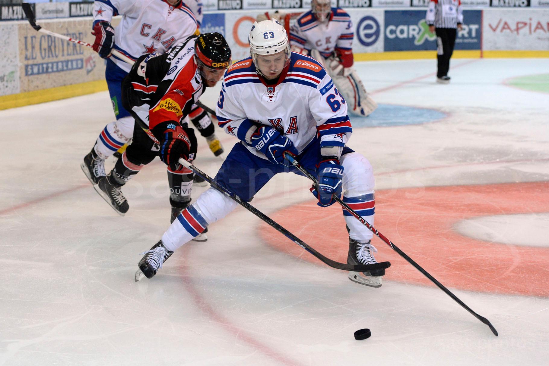 Thibaut Monnet (L. Fribourg) gegen Evgeny Dadonov (St. Petersburg)