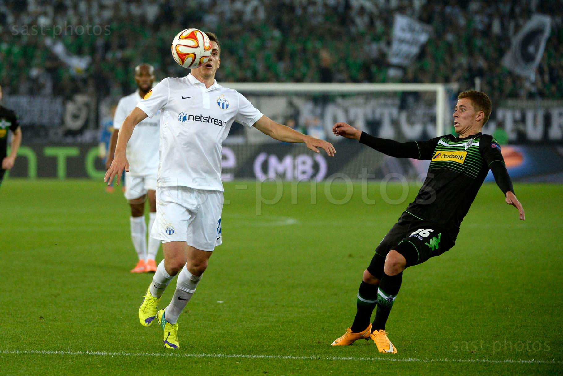 Burim Kukeli (L. FCZ) gegen Thorgan Hazard (Gladbach)