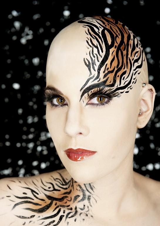 Photo: Myriam Brunner * Model: Nadia * MakeUp/Glatze: SL