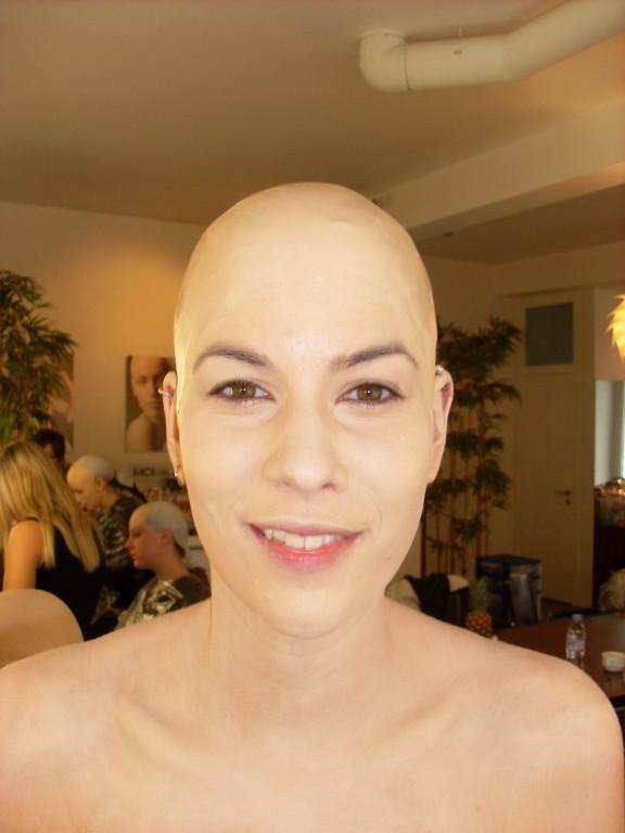 3. Glatze einschminken