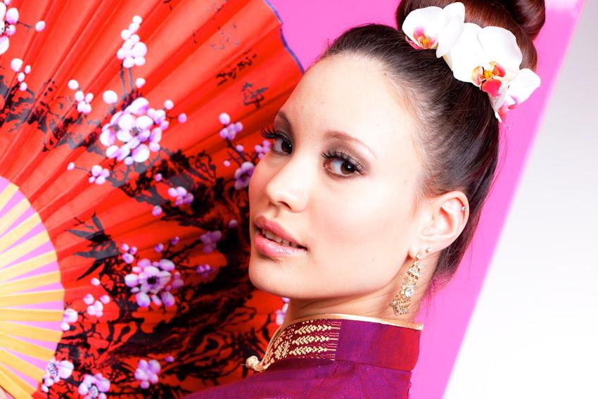 Photo: Urs Gerber iVision * Model: Katie * MakeUp/Hair/Styling: SL