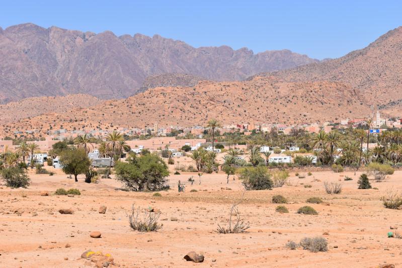 Tafraout mit umlagernden Campern
