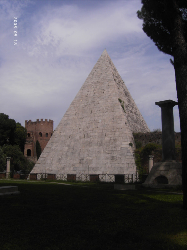 Pyramide in Rom