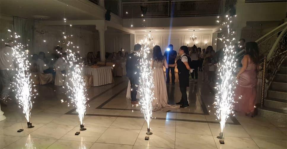 пиротехническое шоу, дорожка из фонтанов, сценический фейерверк, холодный огонь, фонтаны холодный огонь, пиротехника для помещений, холодный сценический фонтан, как поджечь холодный фонтан, холодные фонтаны на свадьбу, холодный фонтан цена