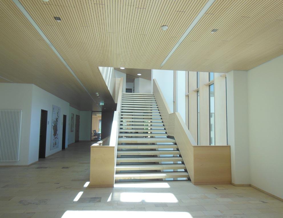 Eine Holztreppe gefertigt von der Schreinere Fendt im Allgäu