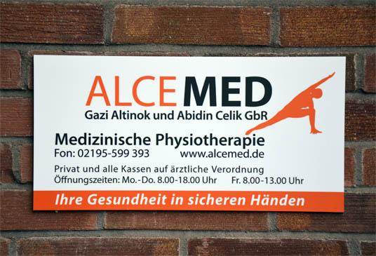 Eingangsschild ALCEMED im Therapiezentrum Bergerhof