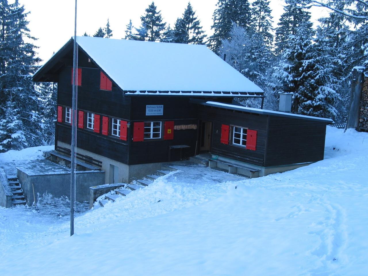 Skihaus im Winter