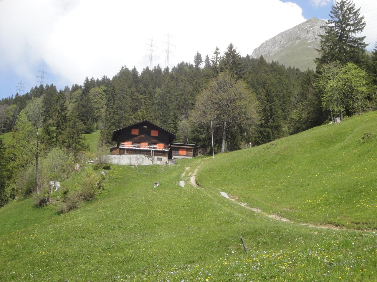 Das Skihaus im Bergfrühling