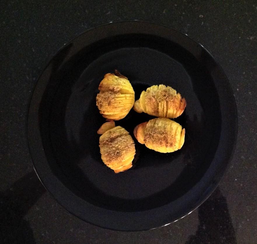 Backofen auf 220°, Umluft 200°, vorheizen und die Kartoffeln auf mittlerer Schiene ca. 20-30 Minuten goldbraun backen. Fertig!!