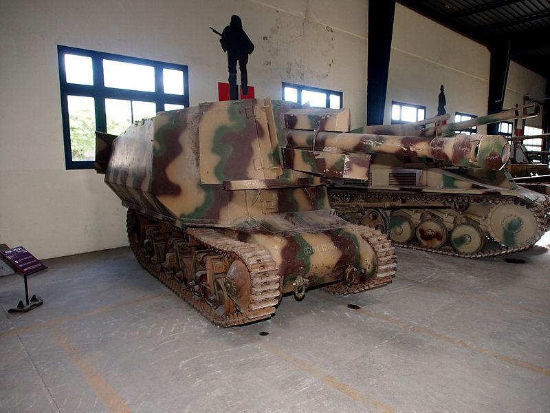 Saumur musée des blindés Marder sur chassis Hotchkiss H39
