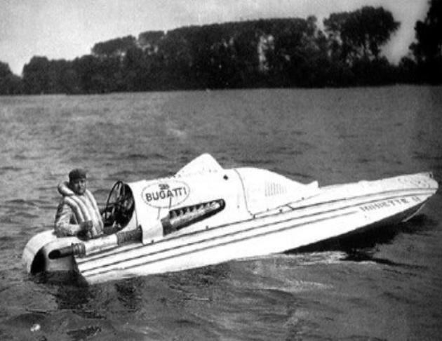 Racer d'Ettore Bugatti construit par le chantier naval De Coninck à Maisons-Laffitte