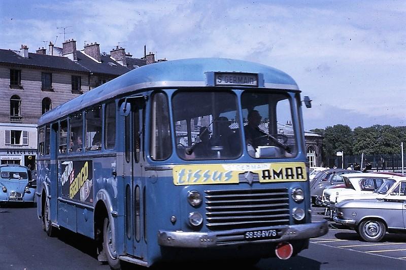 Autocar de la CGEA sur la place de l'ancienne gare de St Germain-en-Laye en 1967