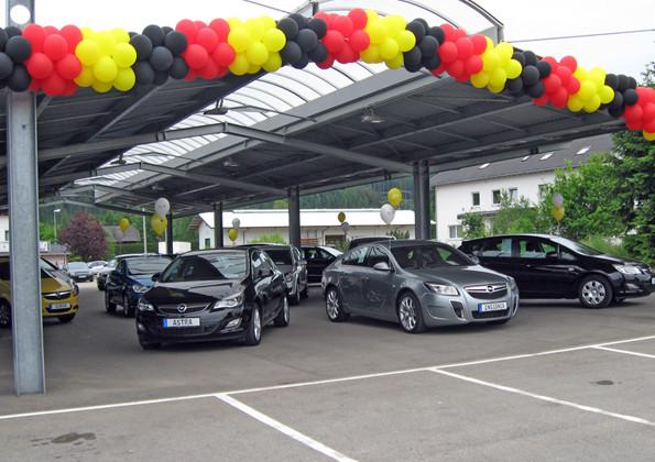 WM-Ballondekoration Autohaus Südstern
