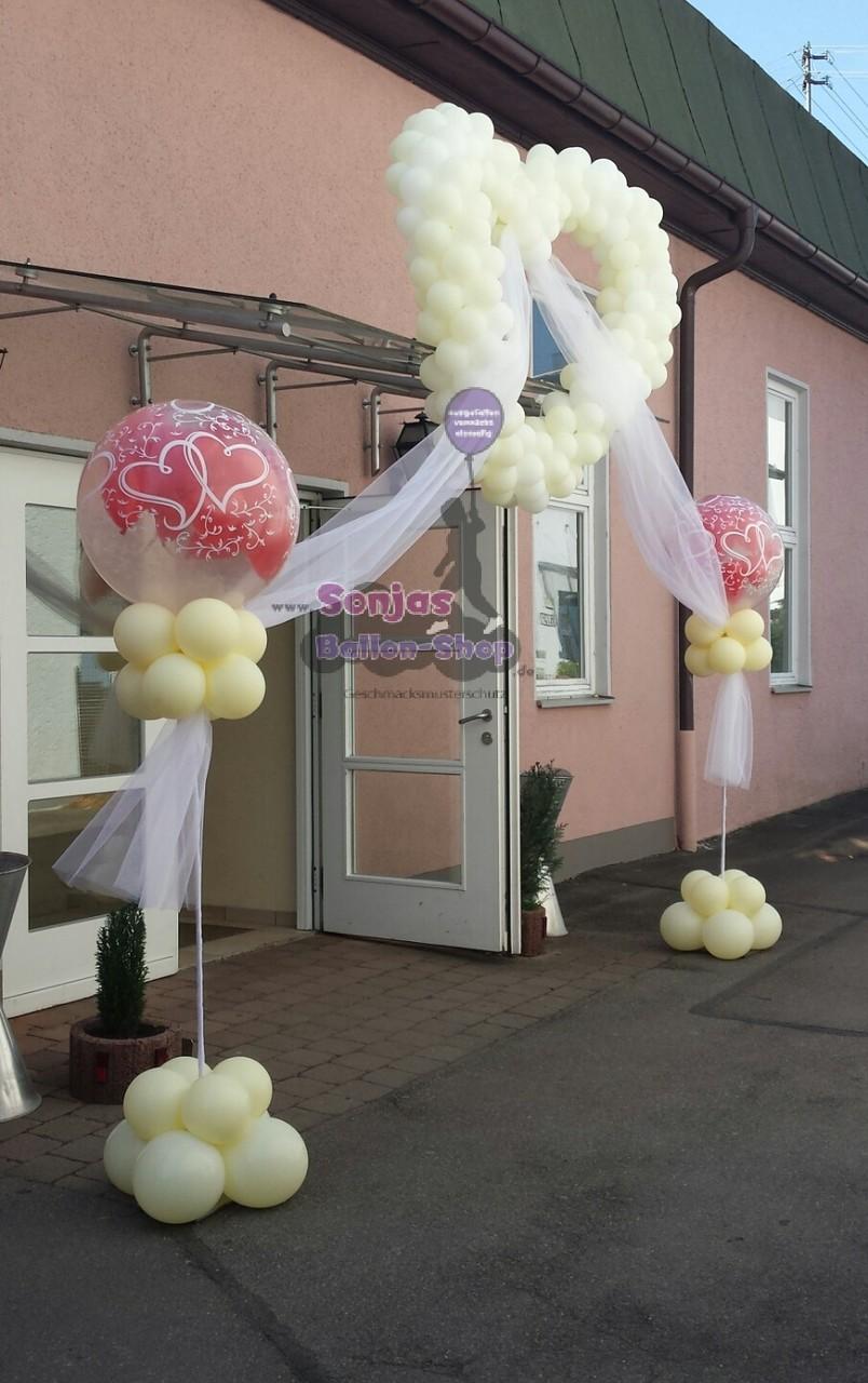 Eingangsdekoration Ballonherz (ab 75,00 €) und Ballonpinhatas (ab 65,00€)