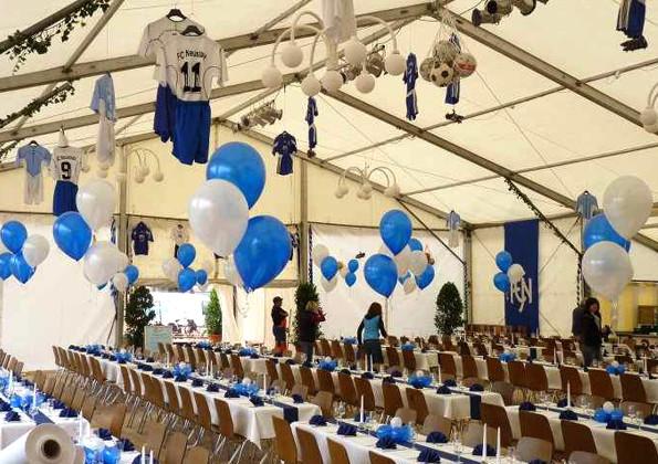 Heliumballons als Zeltdekoration Jubiläum FC Neustadt