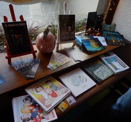 Les livres de Jeanne Sélène... et un gros poisson en céramique !