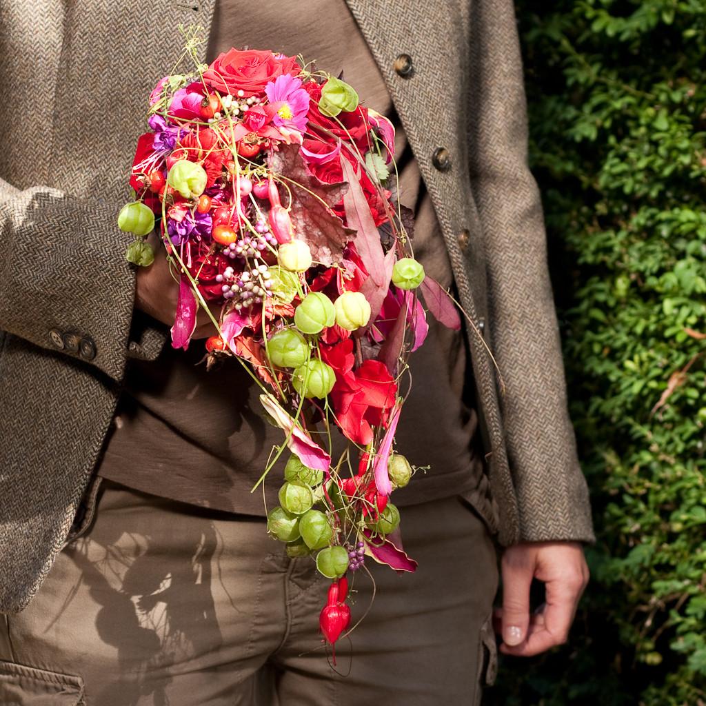 Brautstrauss mit pinkigen Sommerblumen und Ballonranken  |  220 CHF