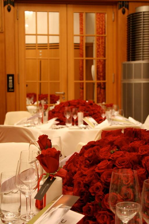 Tischdekoration für Kunde mit 4000 Rosen  |  Hotel Montana Luzern