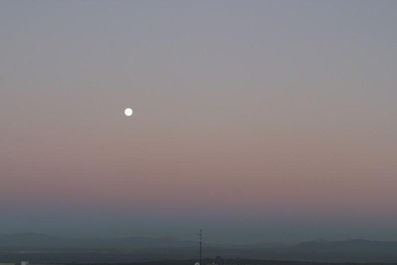 Luna y cinturón de Venus al amanecer.