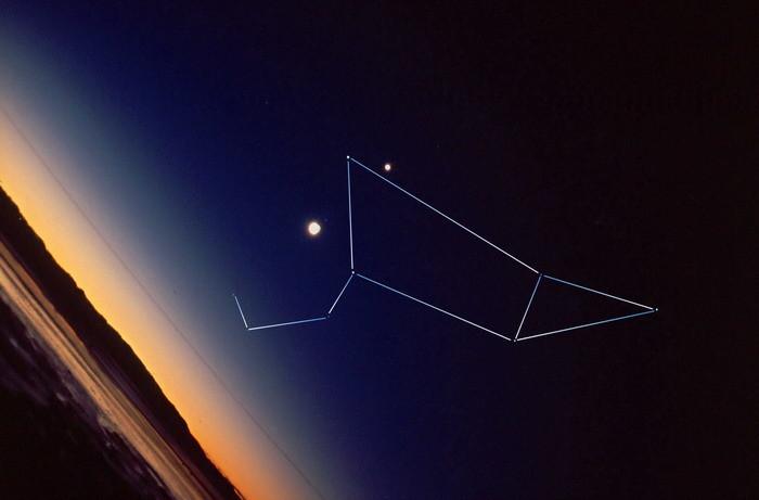 Atardecer en Nueva Zelanda, Leo, Venus y la Luna